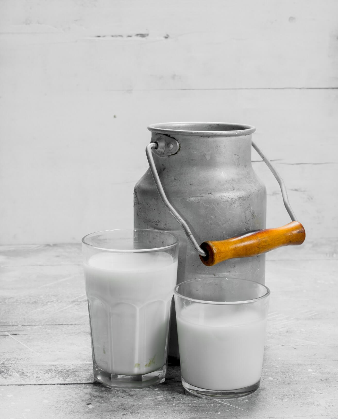 fresh-milk-in-can-on-rustic